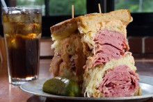 Corned Beef vs Pastrami- Which Is Which - DeliMenuprices
